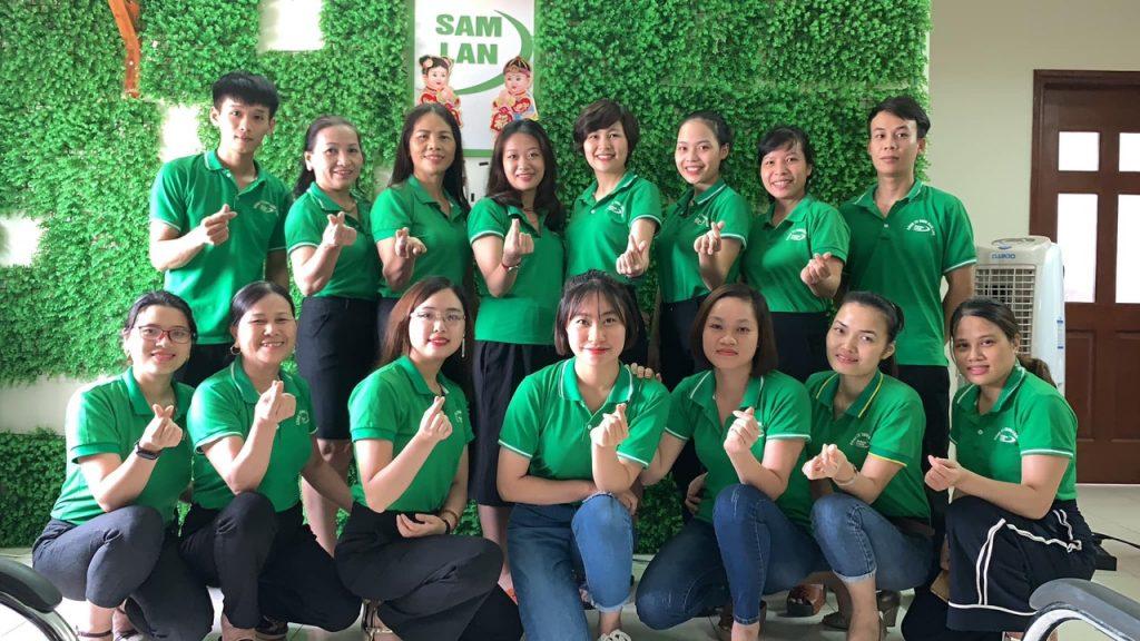 Phạm Thị Tố Lan và nhân viên